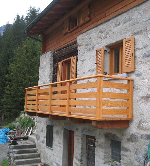 Scale parapetti e balconi di artigianalegno - Ringhiere in legno per esterni ...